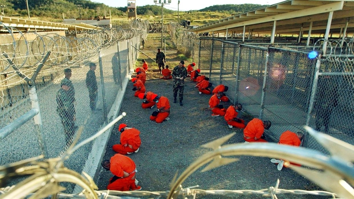 Guantanamo_captives_in_January_2002