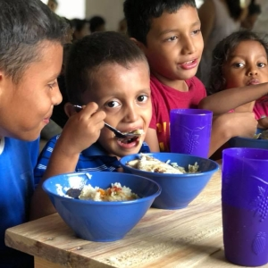 Children_eating_Honduras